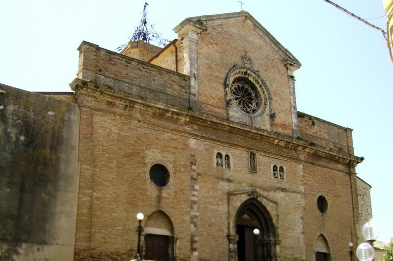 История о драконьем ребре, которое хранится в соборе Атессы, Италия