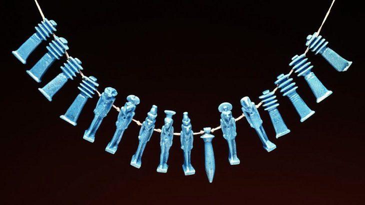Стеклянное ожерелье из Египта