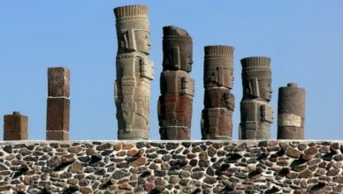 Гигантские статуи воинов, Тула, мексика