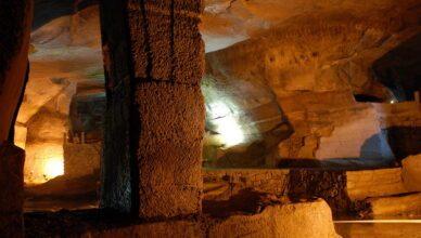 Тайна пещер в китайской горе Хуашань