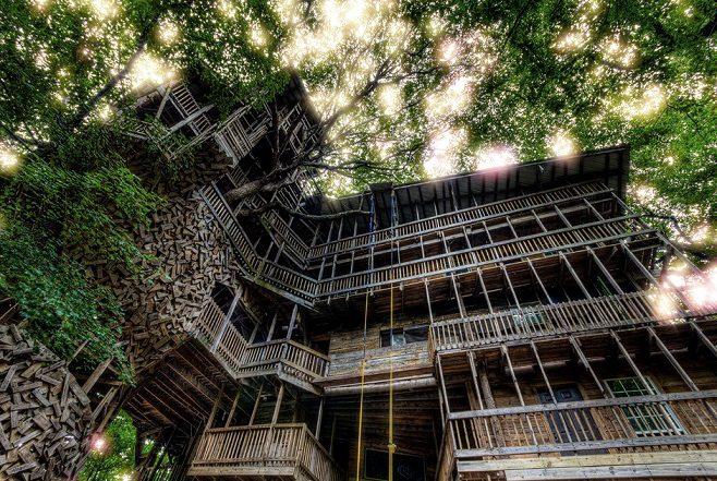 Самый большой в мире 10-этажный дом на дереве