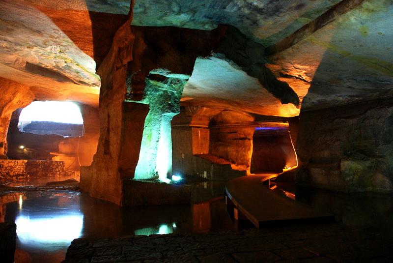 Тайны пещерного царства священной горы Хуашань
