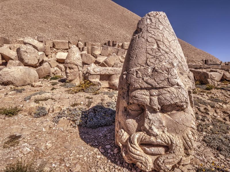 Каменные головы горы Немрут