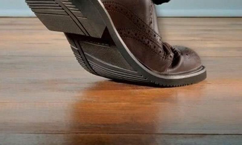Что делать, если скрипит обувь при ходьбе