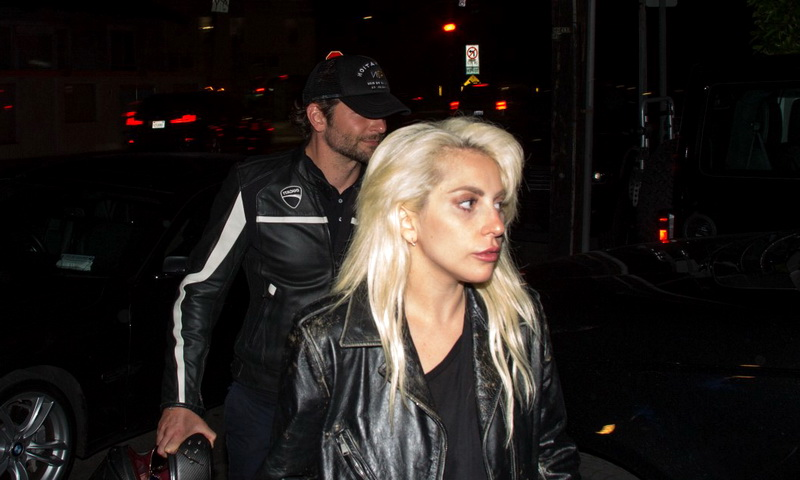 Леди Гага беременна, возможно, от Брэдли Купера
