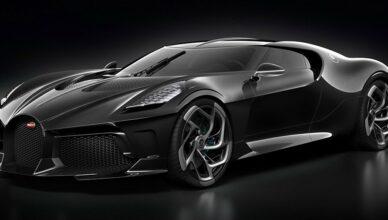 Компания Bugatti представила на Женевском автосалоне уникальный гиперкар La Voiture Noire, построенный в единственном экземпляре. Стоимость новинки превысила 16 млн евро (примерно 1,2 млрд руб.), что делает купе самым дорогим новым автомобилем в мире.