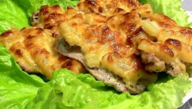 Нежная свинина «По-царски» с ананасами в духовке под сыром