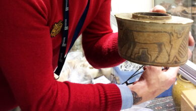 Мужчина из Англии случайно купил 4000-летний сосуд и 5 лет держал в нем зубную щетку и пасту