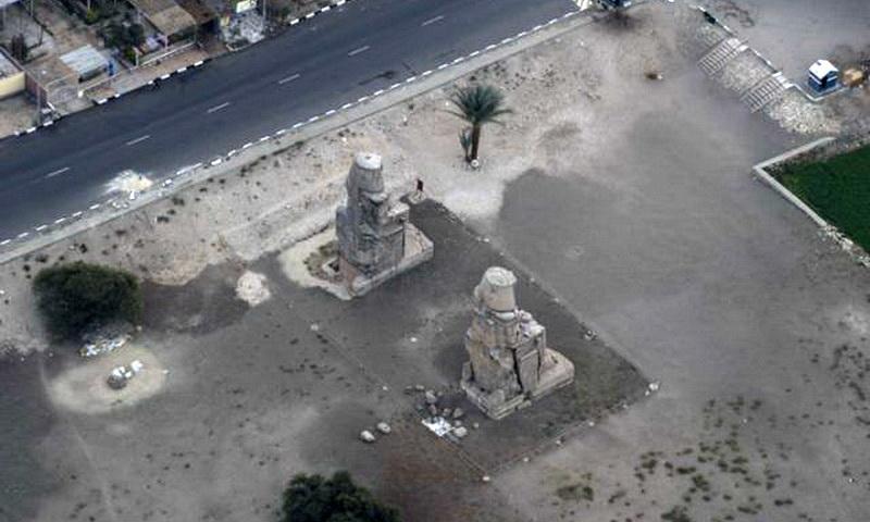 Вид с воздушного шара колоссов Мемнона в Луксоре, Египет, Северная Африка
