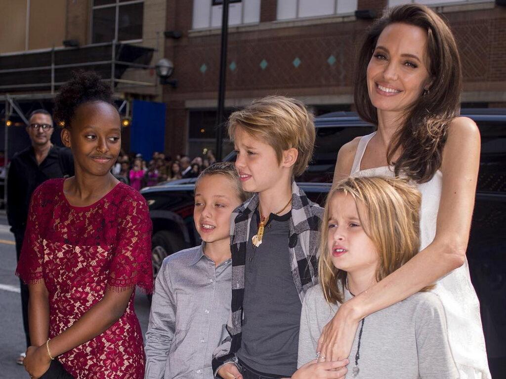 Анджелина Джоли и Шарлиз Терон меняют пол своим детям