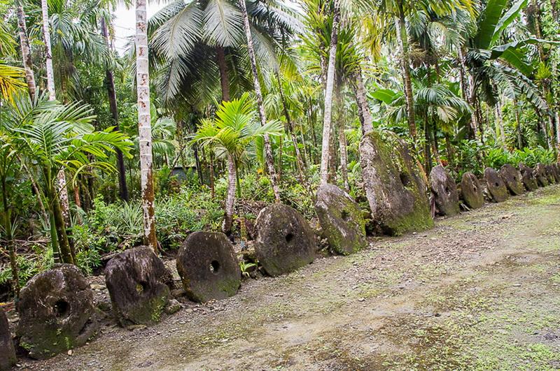 Яп — маленький остров гигантских каменных денег