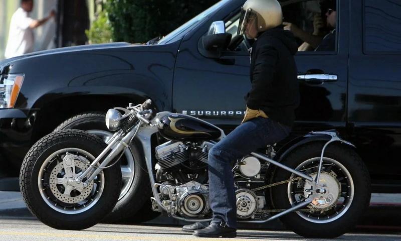 Реальный транспорт Брэда Питта: самолеты, машины, мотоциклы