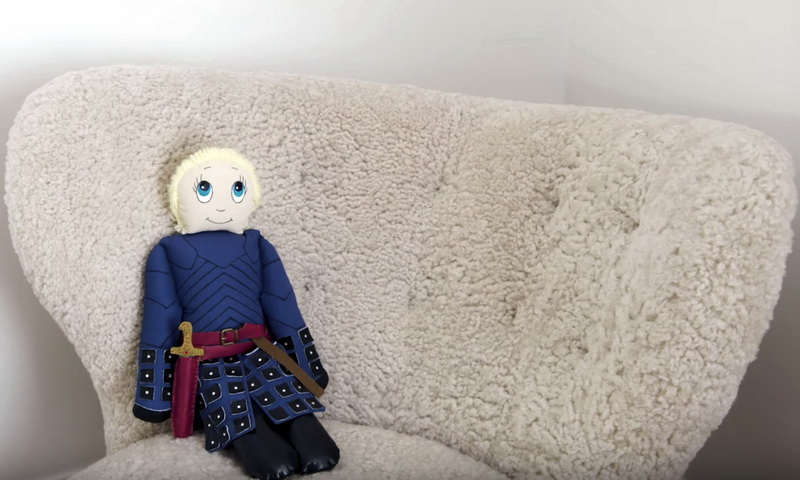 Николай Костер-Вальдау держит дома куклу Бриенна
