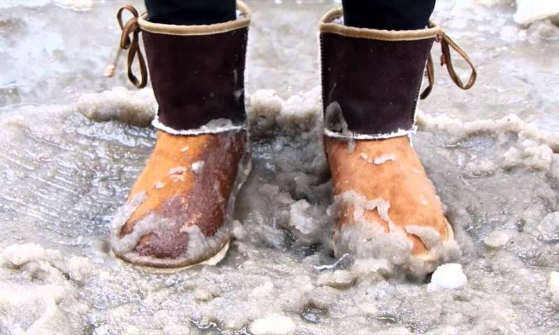 Как защитить обувь от соли и реагентов