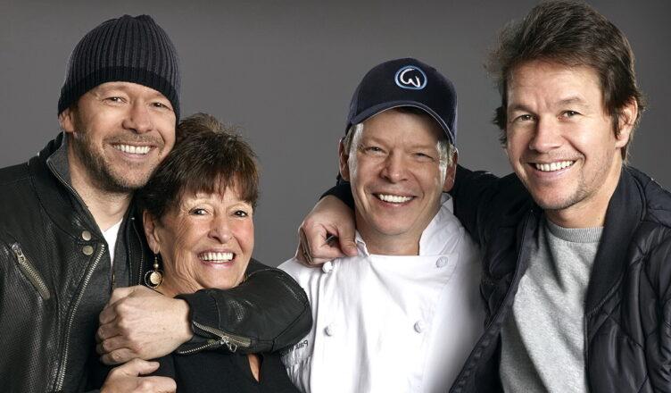 Марк Уолберг и его большая семья