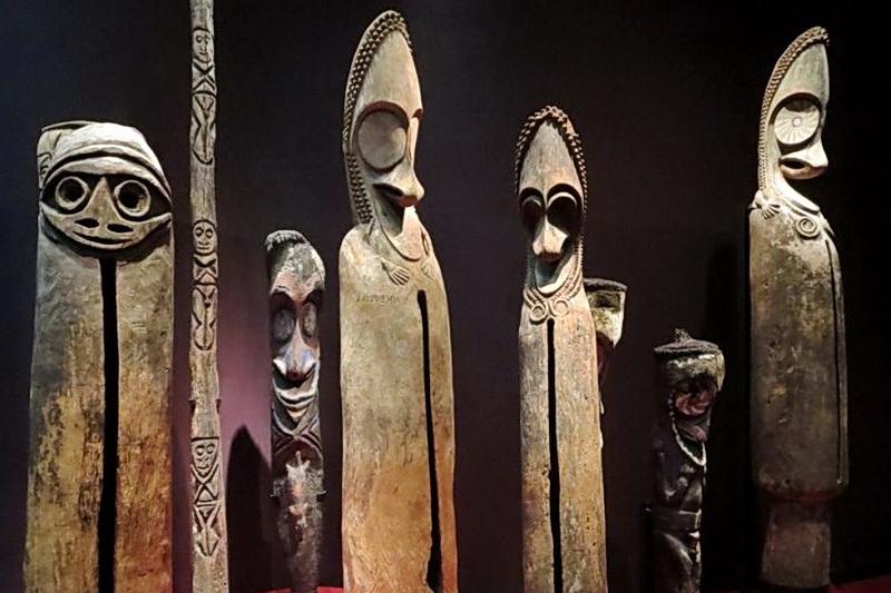 Сигнальные статуи Вануату