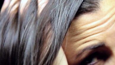 Ранняя седина: почему нельзя вырывать седые волосы на голове