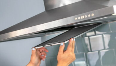 Как самостоятельно очистить фильтры кухонной вытяжки