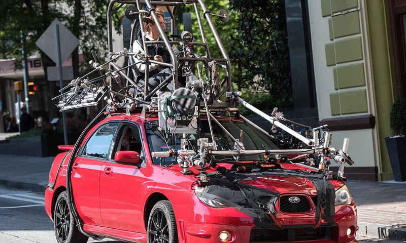 съемки сцены в машине