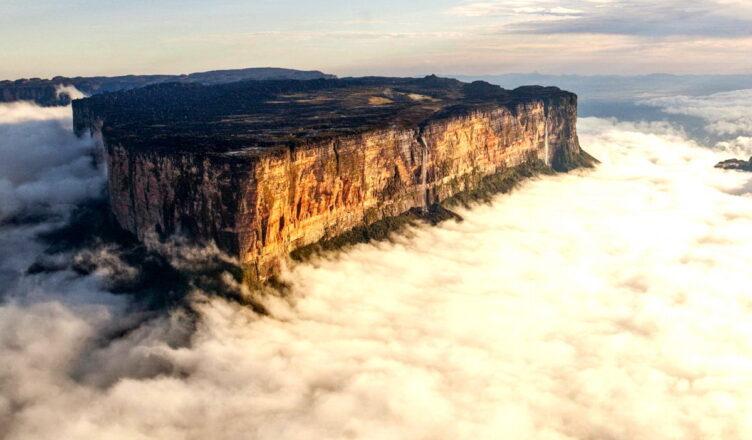 Гора Рорайма — затерянное каменное царство в облаках