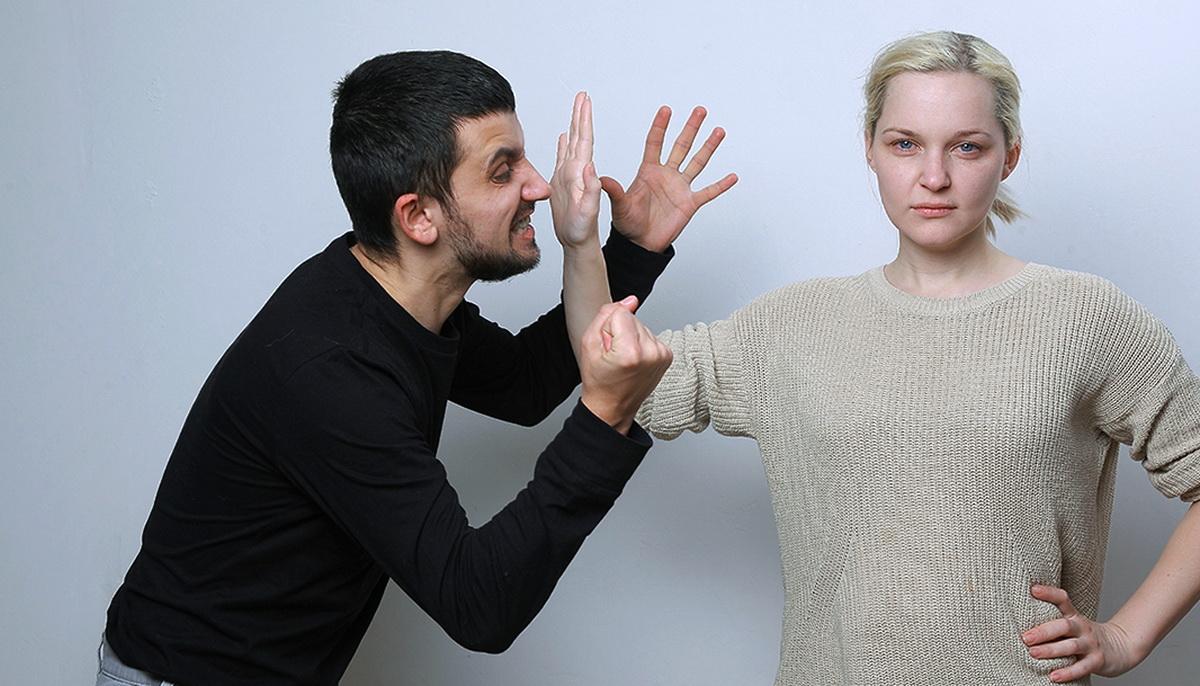 Что делать, если муж поднимает руку на жену