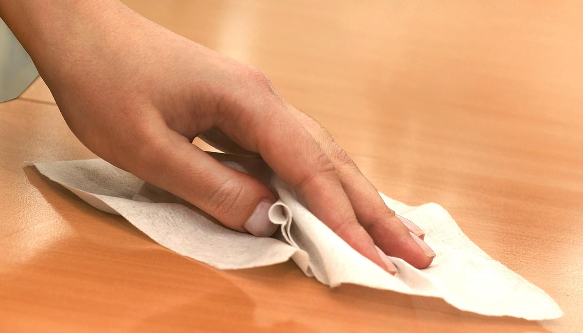 Правильное использование дезинфицирующих салфеток для поверхности