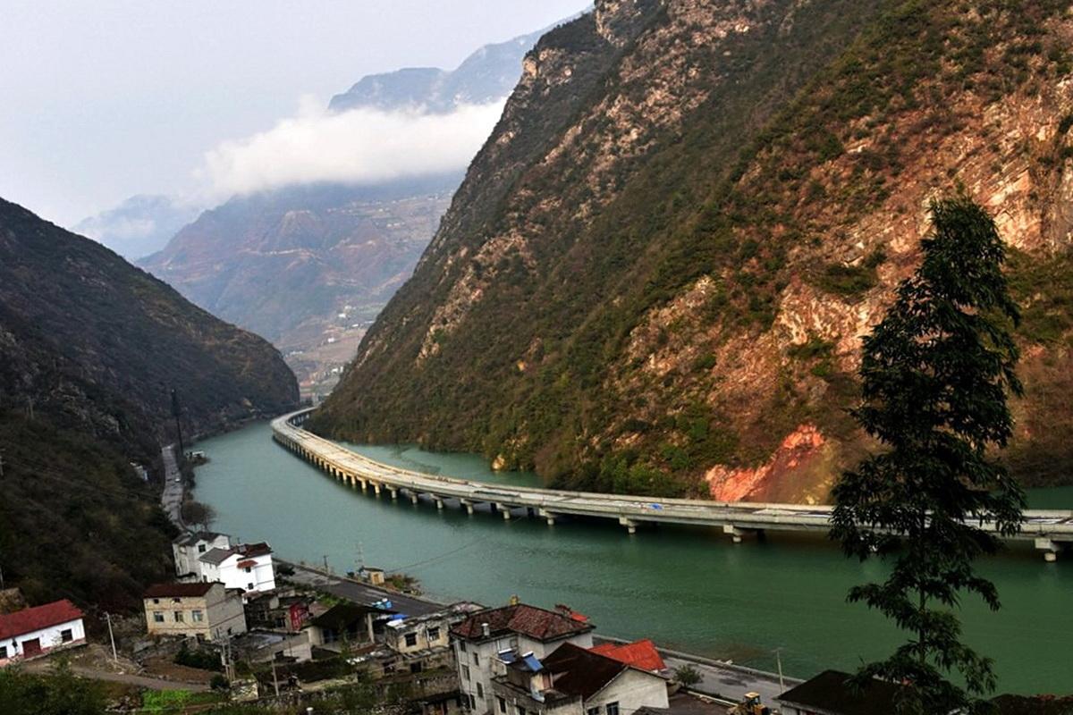Самая длинная дорога вдоль реки