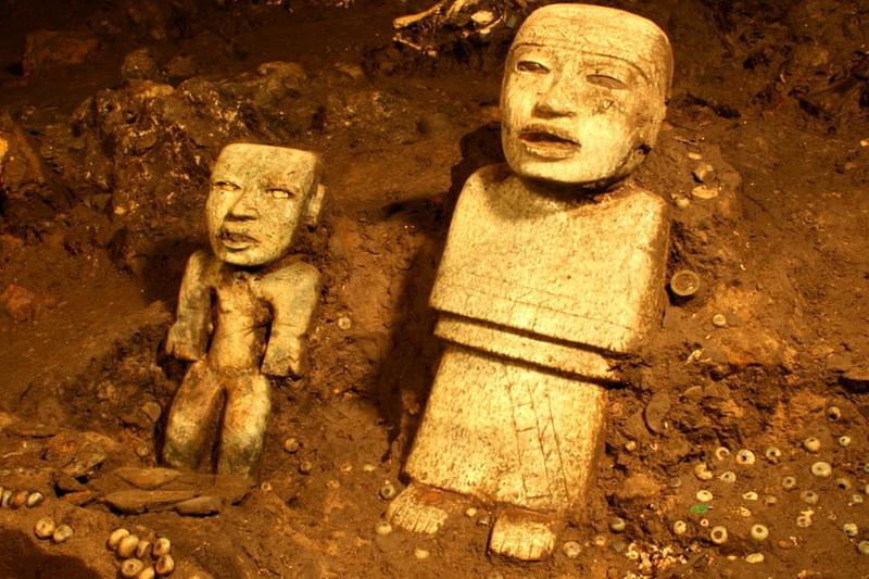 Статуэтки из Храма Кецалькоатля