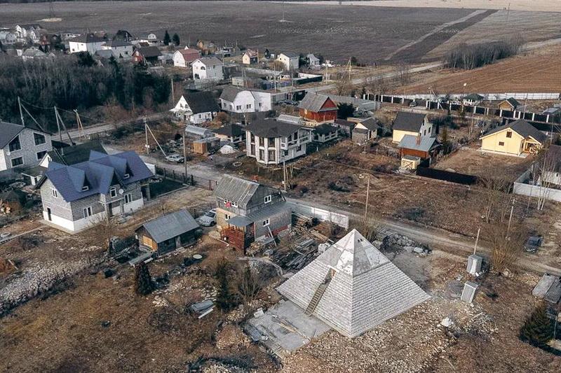 Копия пирамиды Хеопса на Гатчине