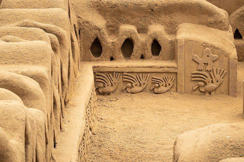Стены Чан-Чан в Перу