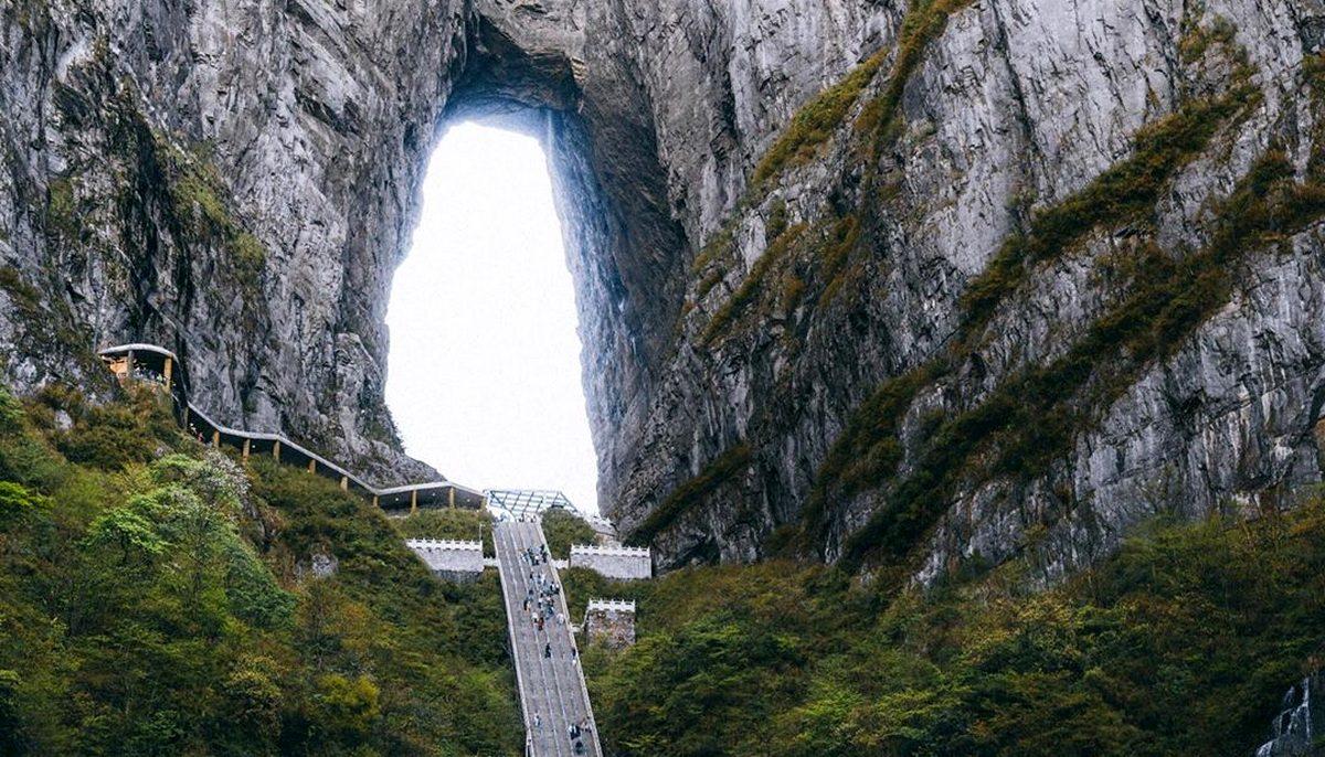 Небесные врата горы Тяньмэнь в Китае
