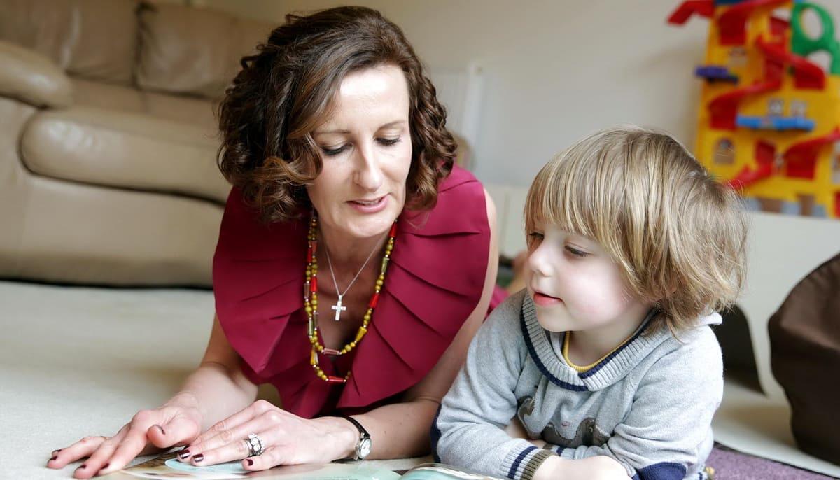 Как правильно организовать первую встречу няни с ребенком