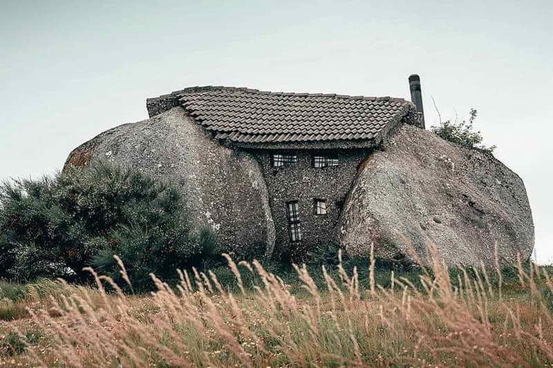 Дом-камень Португалия