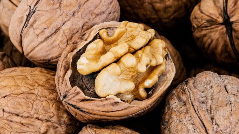 7 способов быстро очистить грецкие орехи от скорлупы