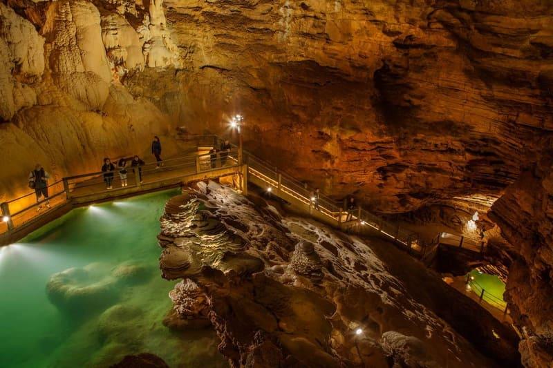 Озеро в пещере Падирак
