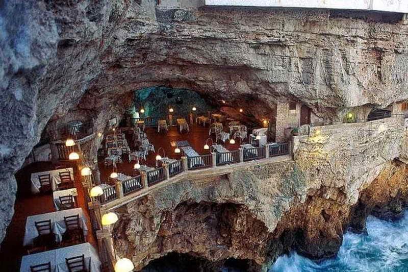 Ресторан пещера в Италии