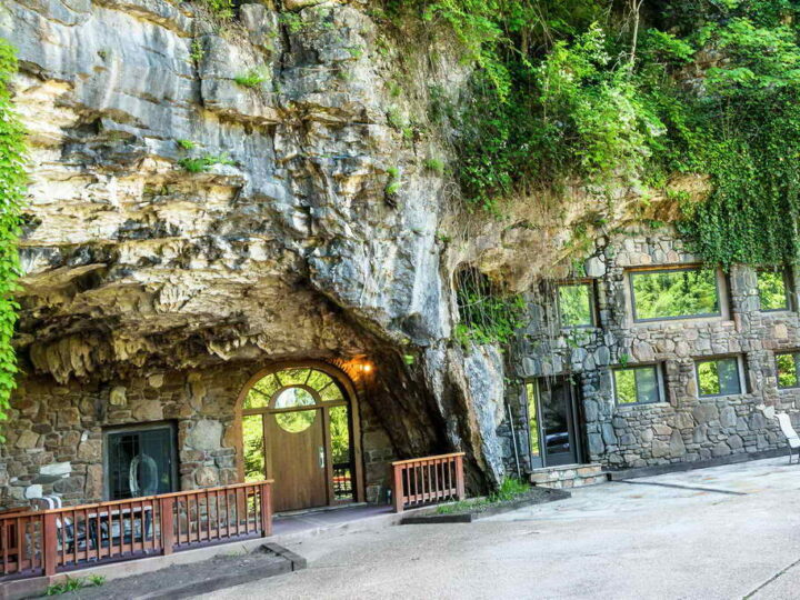 12 пещерных домов, где живут люди