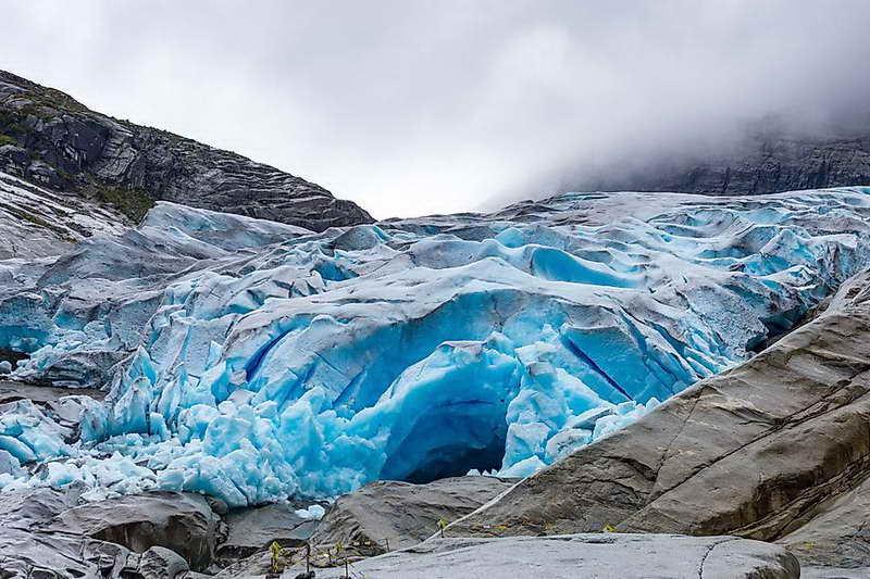 Ледниковая пещера