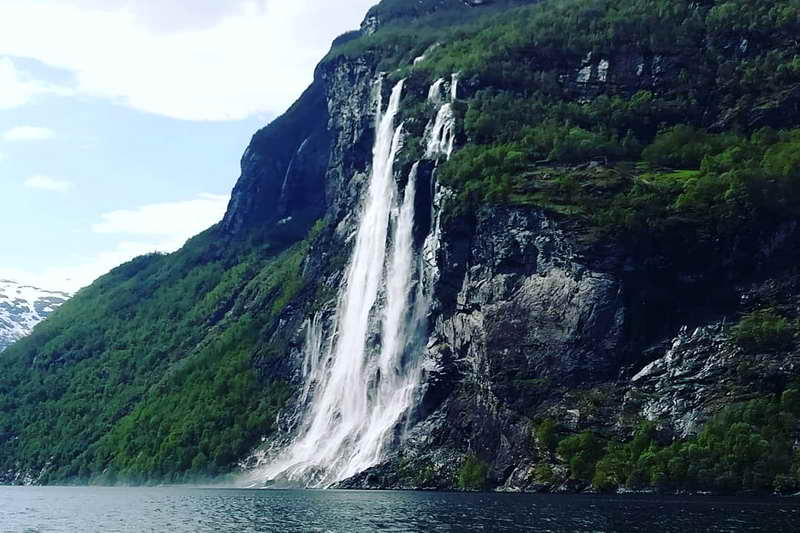 Водопады Семь сестер