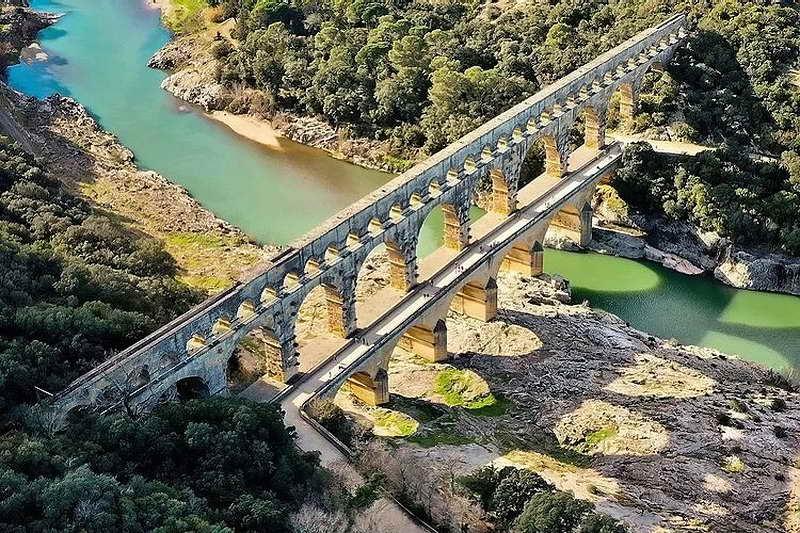 Трехъярусный акведук